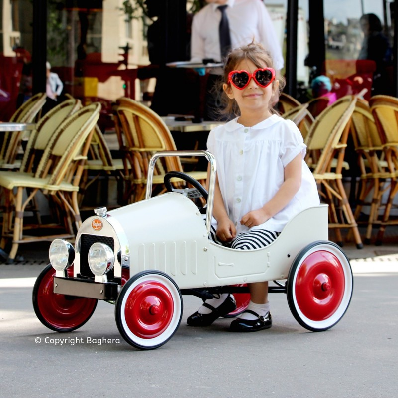 Coche a pedales Baghera Clásico blanco