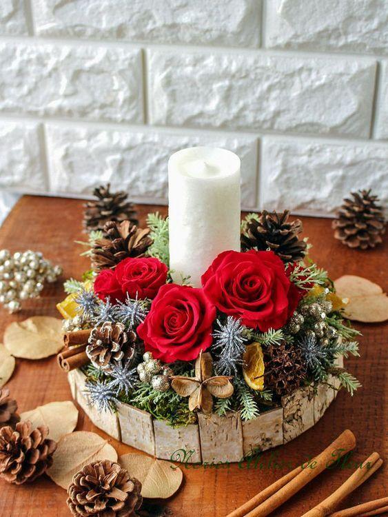 Centro de mesa Navidad con piñas y rosas