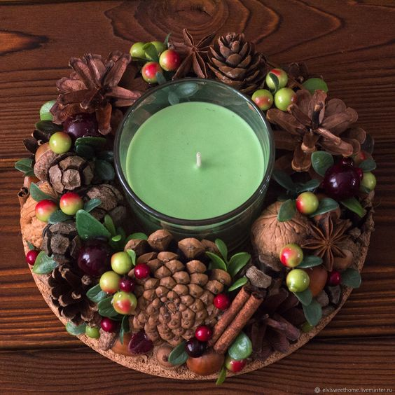 Centro de mesa Navidad con piñas y frutas