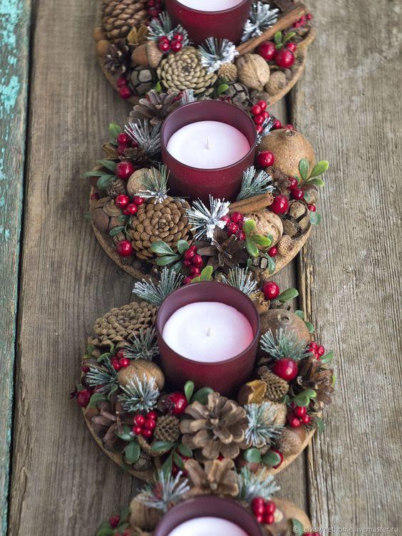 Centro de mesa Navidad con piñas y velas