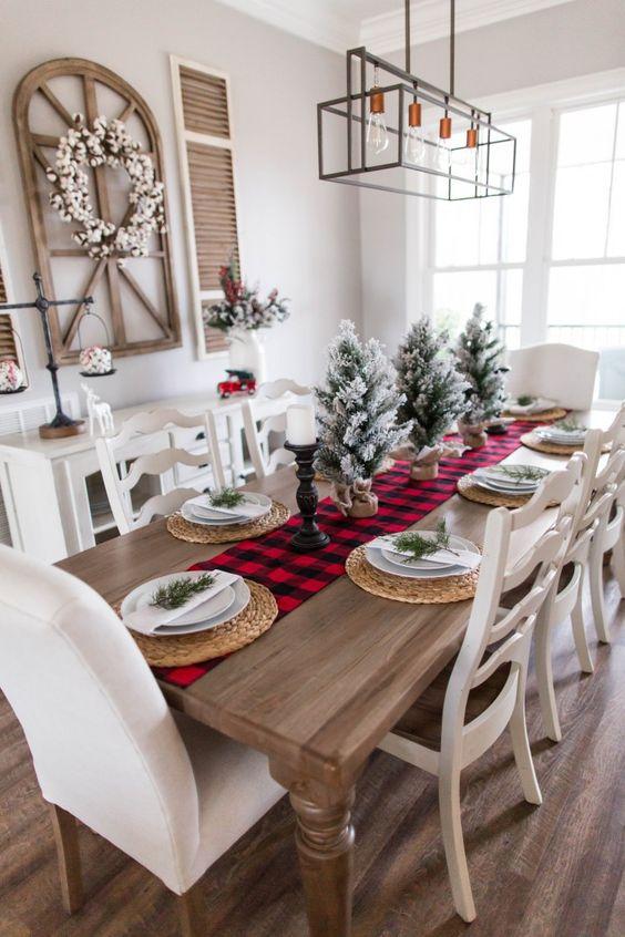 Decoración mesa de Navidad con mini abetos