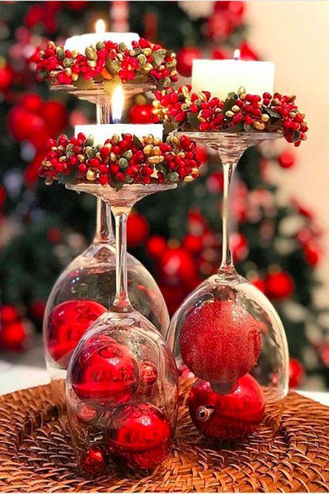 Velas de Navidad en copas de vino