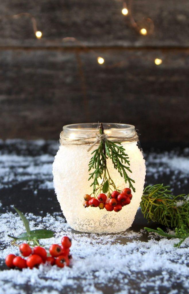 Manualidades Navidad: Tarros de cristal con nieve, luces y bayas