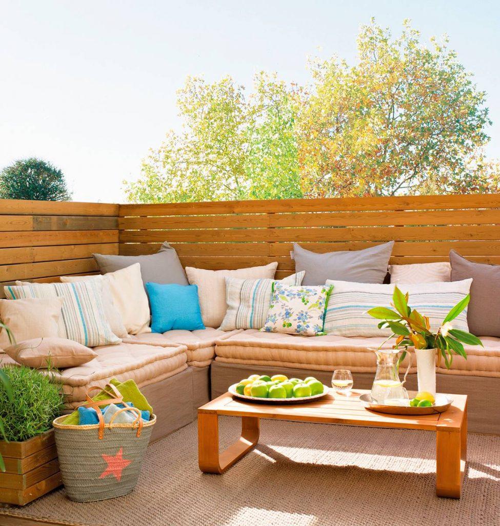 Terraza decorada en forma de L