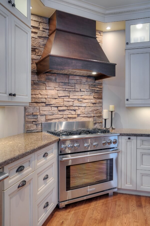 Revestimiento de paredes con piedra en la cocina