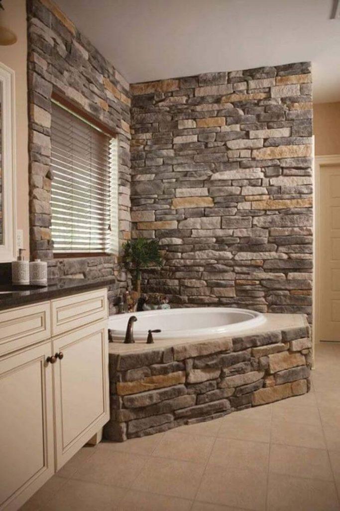 Revestimiento de paredes con piedra en el baño